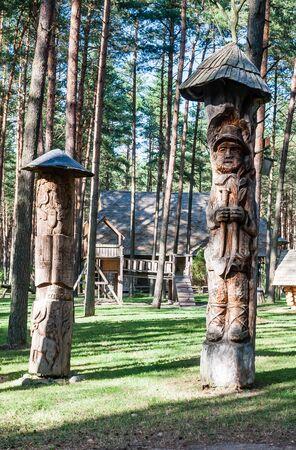 echoes: Wooden sculpture. Museum Forest echoes Girios aidas. Druskininkai, Lithuania Stock Photo