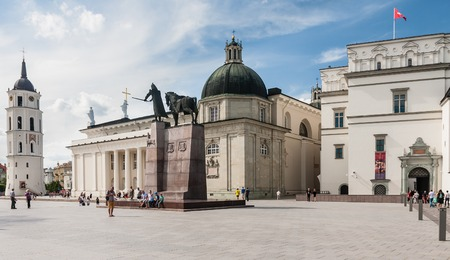 cappella: Vilnius. Cathedral Square. Cathedral, bell tower, chapel Sv.Kazimira, Palace of the Grand Dukes of Lithuania