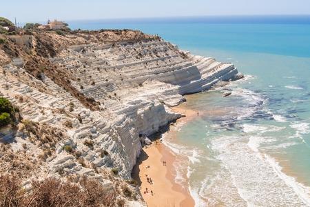 シチリア島アグリジェント近くで「スカラー ・ デイ ・ トゥルキ」と呼ばれる白い崖