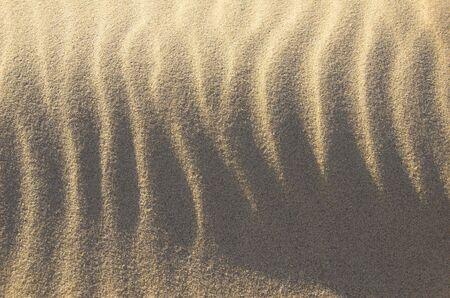 lateral: Dunas de arena en el lateral de la luz. Foto de archivo