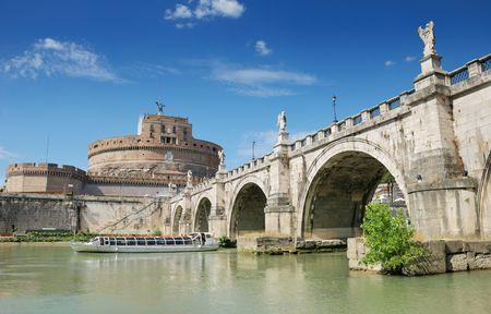 tevere: Sant Angelo Castle and Bridge in Rome, Italia.