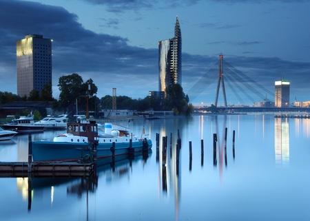 Schrägseilbrücke über Fluss Daugava in Riga, Lettland. Standard-Bild - 10653932