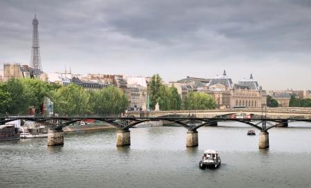 des: The Pont des Arts or Passerelle des Arts, bridge across river Seine in Paris, France.