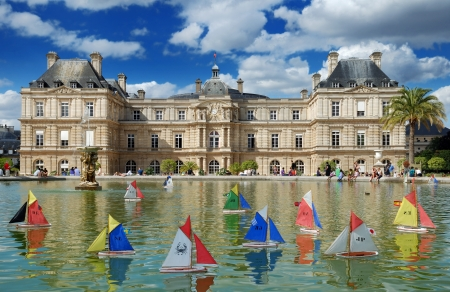 Children's ships in fountain near to Luxembourg Palace (Palais du Luxembourg) in the Luxembourg Garden (Jardin du Luxembourg) in Paris, France Stock Photo - 15745265