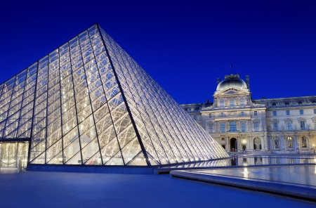 famous: The Pyramid-entrance near to the Louvre Museum in Paris, France