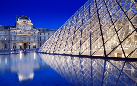louvre pyramid: The Pyramid near to the Louvre Museum in Paris, France.