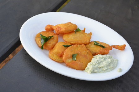 chutney: fritters with coconut chutney