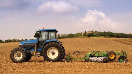 Traktoren und landwirtschaftliche im Hintergrund Standard-Bild - 5556803