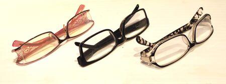 colore: glasses.