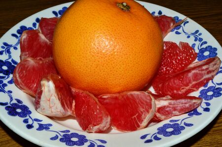 plate: grapefruit on the plate.
