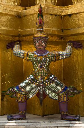 Wat Phra Kaew: giant in wat phra kaew