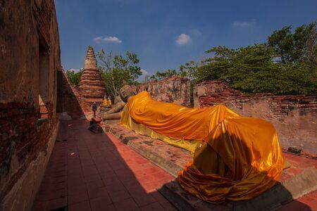 reclining: reclining Buddha in old temple ayutthaya Stock Photo