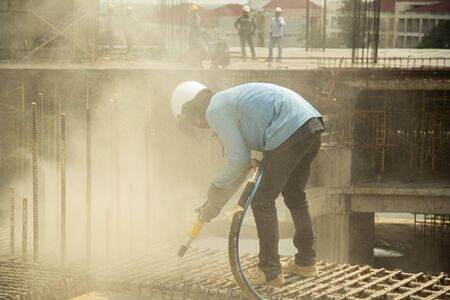 sandblasting washing concrete and steel bar