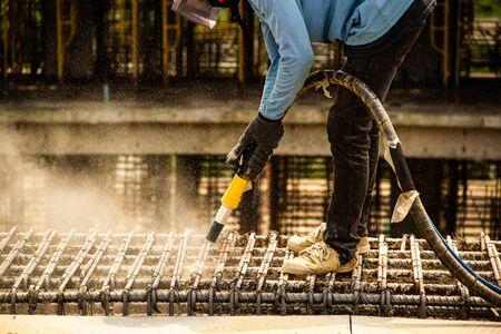 sandblasting washing concrete and steel bar 版權商用圖片