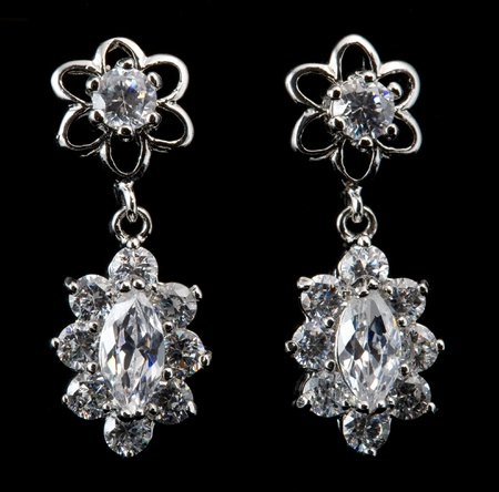 earring: earring with diamond