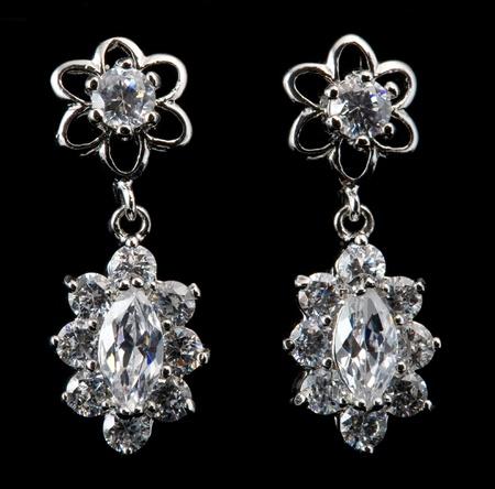 aretes: pendiente con diamantes Foto de archivo