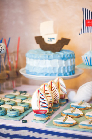 ombre cake: Dessert table in marina style