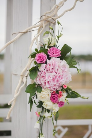 archways: Flowers decorate a beautiful wedding Stock Photo