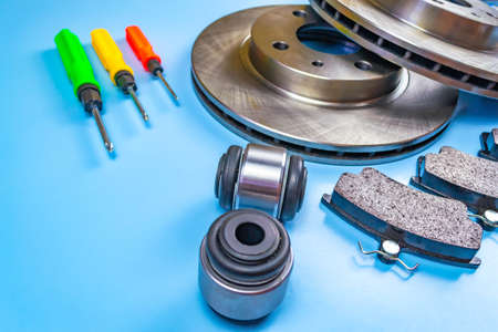 Auto parts, brake discs, pads. Salintblok car, starry auto keys, brake discs and pads, screwdrivers on a blue background Stock fotó