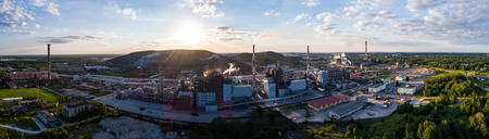 erial view Oil refinery with a background of mountains and sky at sunset. Aerial photography. Kohtla-Järve city, Estonia, Ida-Virumaa. Panorama. Banco de Imagens