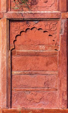 arcos de piedra: Red stone arches carved into the walls of the Agra Fort in India.
