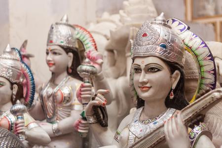 Een winkel met Hindu-goden in Haridwar