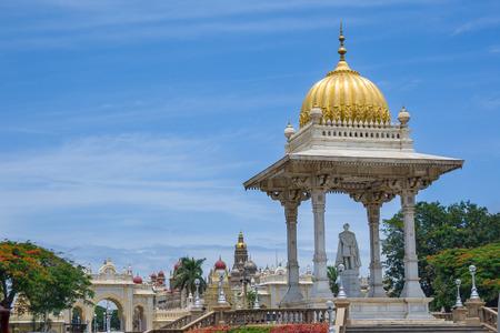 effigy: MYSORE, INDIA  JULY 27th  A memorial and statue of Maharaja Chamarajendra Wadiyar, the previous king of Mysore, South India on  27th July 2009. Editorial