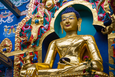 vihara: A large gilded deity of Gautama Buddha.