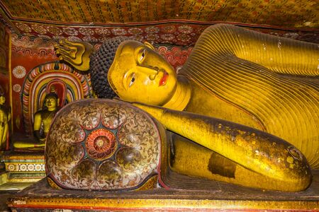 buddha sri lanka: A statue of reclining Buddha in the ancient Buddhist cave temple at Dambulla, Sri Lanka.