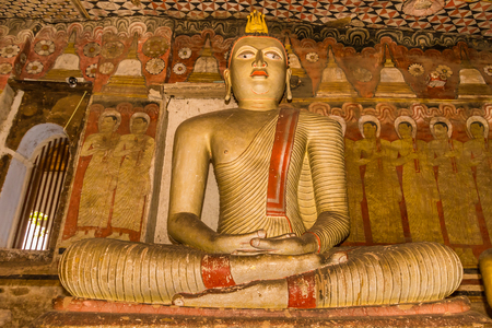 buddha sri lanka: Statue of Buddha sitting in the ancient Dambulla Cave Temple in Sri Lanka.