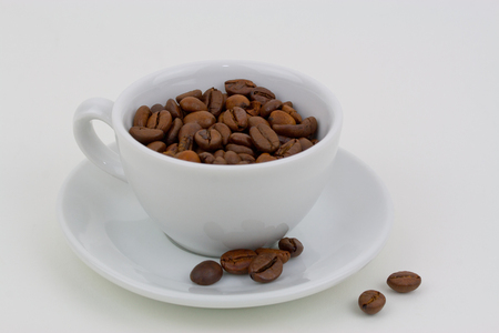 cafe au lait: Coffee cup with coffee beans