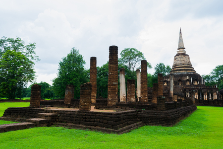 buttresses: Wat Chang Lom, the compound to the right of the entrance is distinctly Sri Langkan in style, with a characteristic stupa and 39 laterite elephant buttresses.