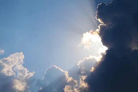 Beautiful dramatic sky with sun rays bursting behind the clouds 스톡 콘텐츠