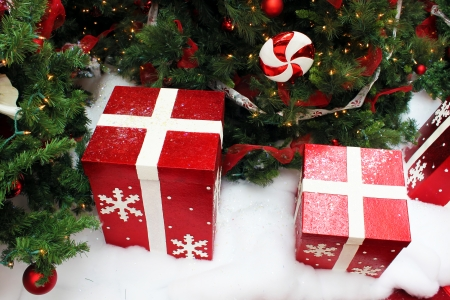 Big boxes of presents under the Christmas tree 스톡 콘텐츠