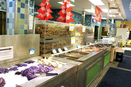 View of the seafood department of an Asian supermarket 에디토리얼