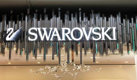 Swarovski sign 報道画像