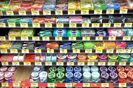 Variety of chewing gums on shelves in a supermarket 에디토리얼