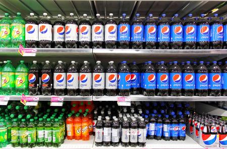 Bottled soft drinks on shelves in a supermarket 報道画像