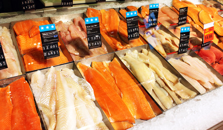 Fresh fish on display at a supermarket 스톡 콘텐츠