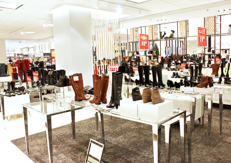 A view of women shoe department in a department retailer store 에디토리얼