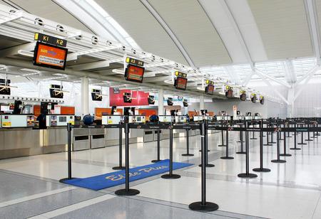 Check-in balies op de internationale luchthaven Pearson in Toronto, Ontario, Canada Redactioneel