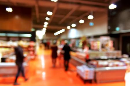 Supermarket rozmycie tła z bokeh - klienci w sklepie spożywczym z rozmytym tle światła Zdjęcie Seryjne
