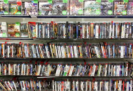 leisure games: Video games on display in a game store