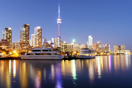Toronto skyline at dusk over lake with colorful reflections 스톡 콘텐츠