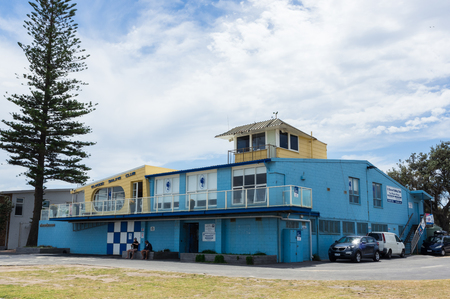 Melbourne, Australia - February 18, 2018: club house of the Elwood Sailing Club, on the foreshore of Elwood Beach in inner Melbourne. Redactioneel