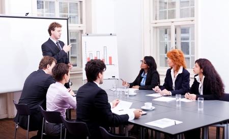 business team op de tafel in het kantoor conferentie seminar presentatie