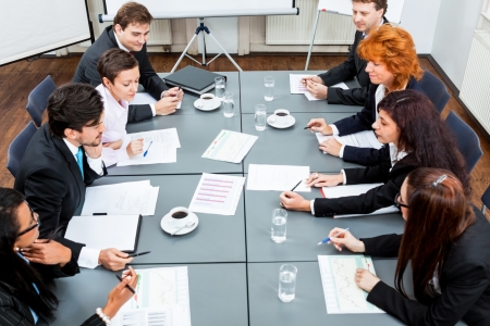 Business-Team auf dem Tisch im Büro Konferenz Seminar Präsentation