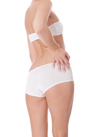 white panties: Sexy weibliche Ges�� angesehen niedrigen Winkel hautnah in wei�en H�schen mit einer verlockenden kurvige Figur, Torso isoliert auf wei�