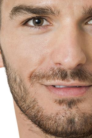 posa sexy: Handsome torso nudo con la barba giovane uomo in piedi guardando intensamente la fotocamera con la mano al mento in una posa sexy sensuale, isolato su bianco Archivio Fotografico