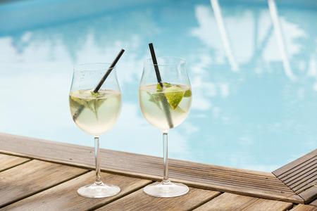 hugo prosecco elderflower soda ice summer drink outdoor aperitif Stok Fotoğraf - 32744841